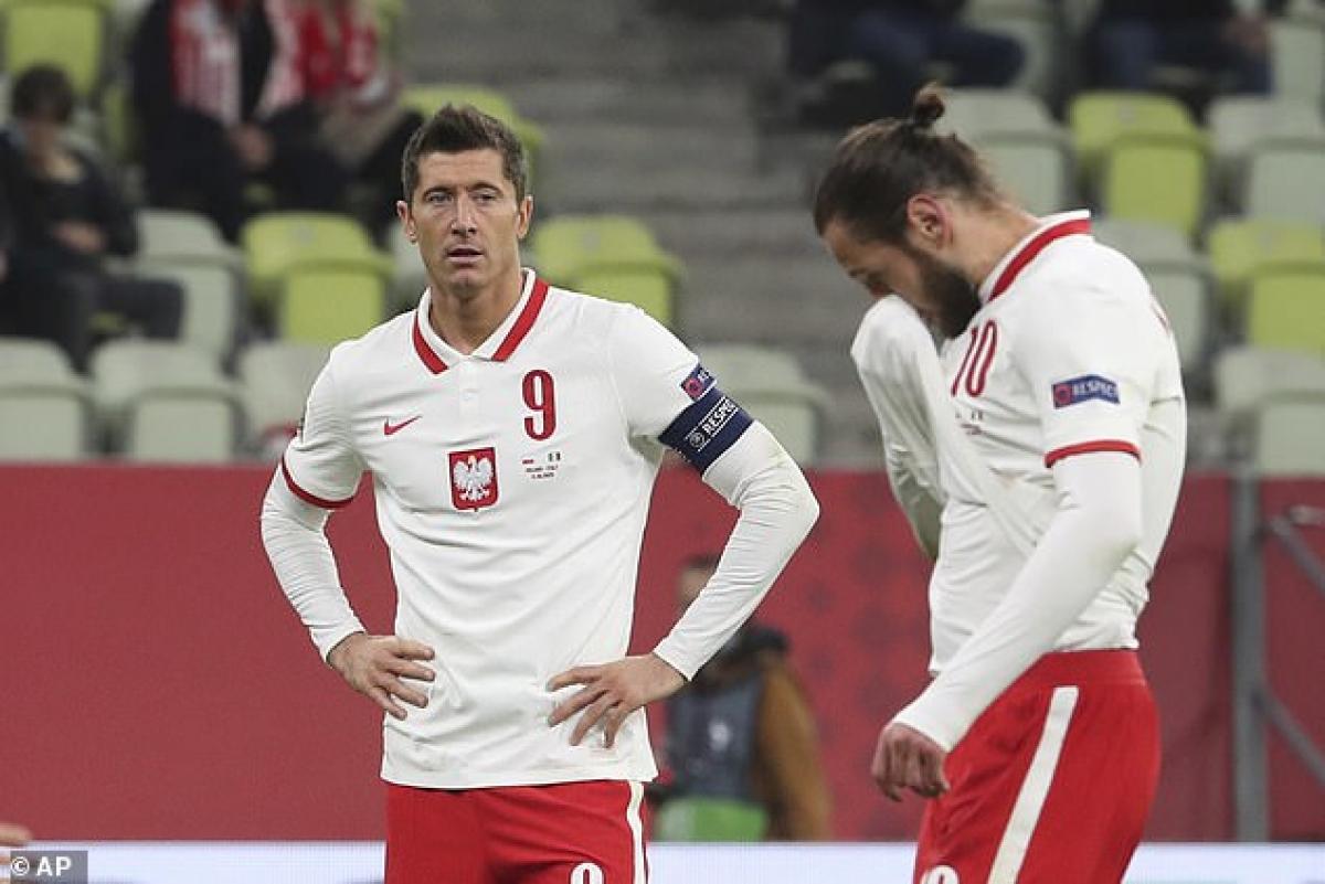 Lewandowski không thể hiện được nhiều ở trận đấu với Italia (Ảnh: AP).