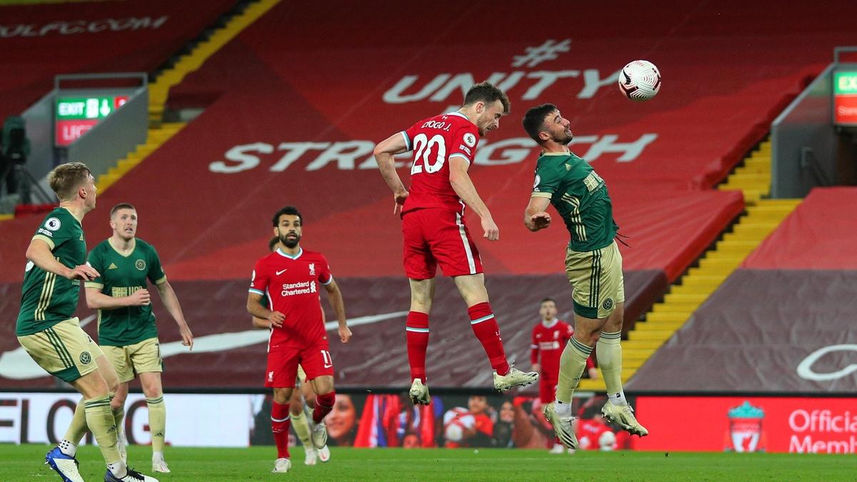 Khoảnh khắc Jota đánh đầu ghi bàn quyết định cho Liverpool. (Ảnh: Getty).