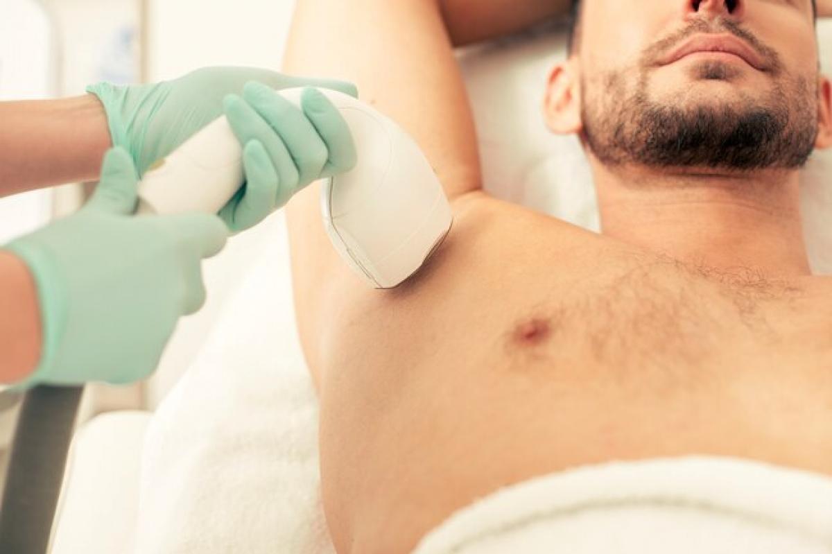 Tẩy lông bằng laser: Phương pháp tẩy lông hiện đại này sử dụng các chùm laser để làm lông bốc hơi và phá hủy các nang lông. Phương pháp này không cho hiệu quả vĩnh viễn như các spa thường quảng cáo, nhưng lông mọc lại thường mỏng và thưa hơn.