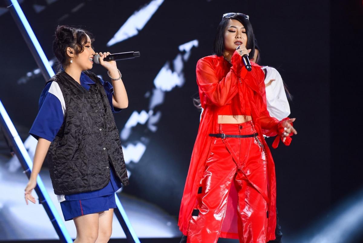 Tuimi cùng Mỹ Anh trình diễn trên sân khấu King of Rap.