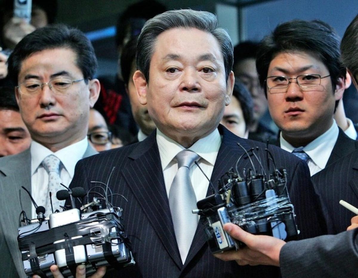 Ông Lee Kun Hee trả lời phỏng vấn báo chí tại Seoul, Hàn Quốc năm 2008.Ảnh: AP.