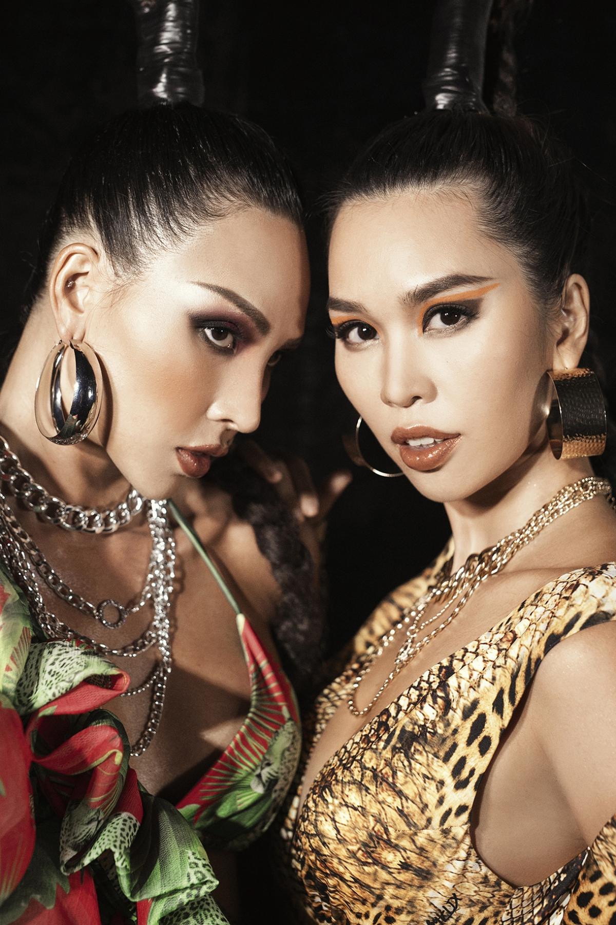 Siêu mẫu Minh Triệu và Hà Anh lần lượt xuất hiện phần mở đầu và chào kết ấn tượng với những bộ cánh lộng lẫy, thướt tha nhưng không kém phần cá tính.