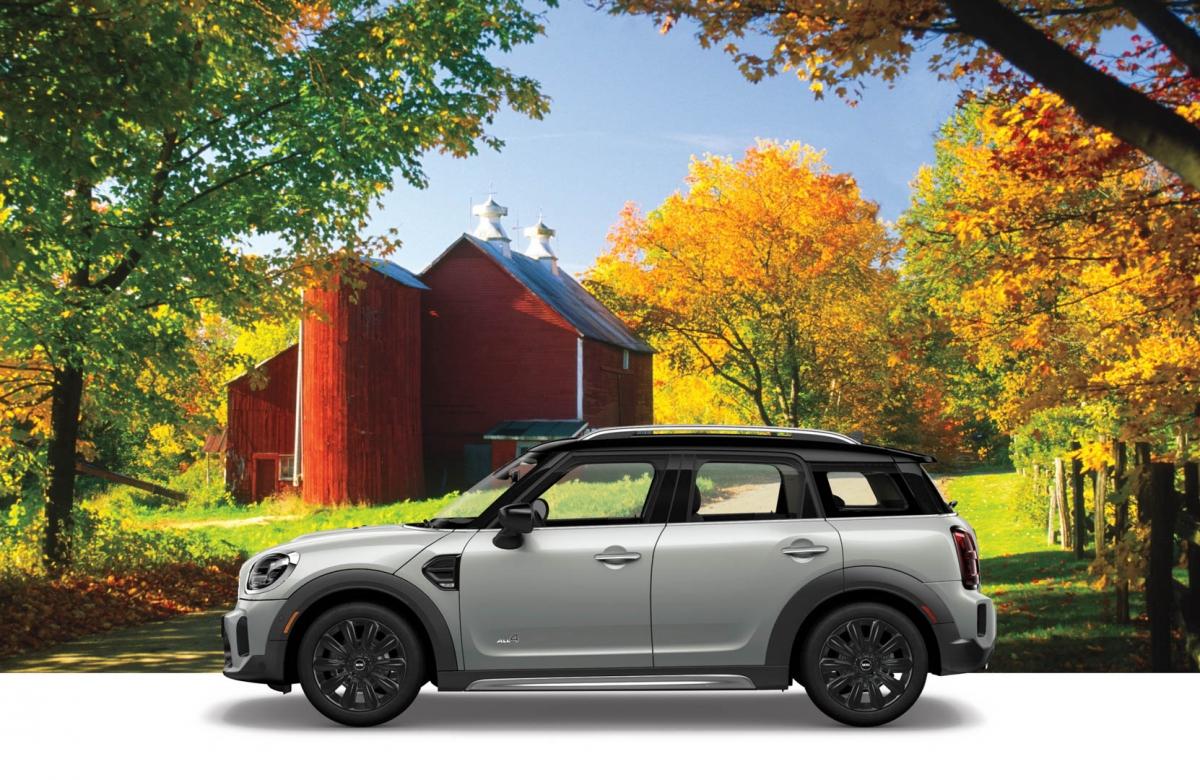 Mui xe và gương có thể được dùng để tạo sự tương phản khi có được tùy chọn sơn đen. Cuối cùng là bộ mâm xe kích thước 18 inch được bán tiêu chuẩn theo xe với hai màu bạc và đen.