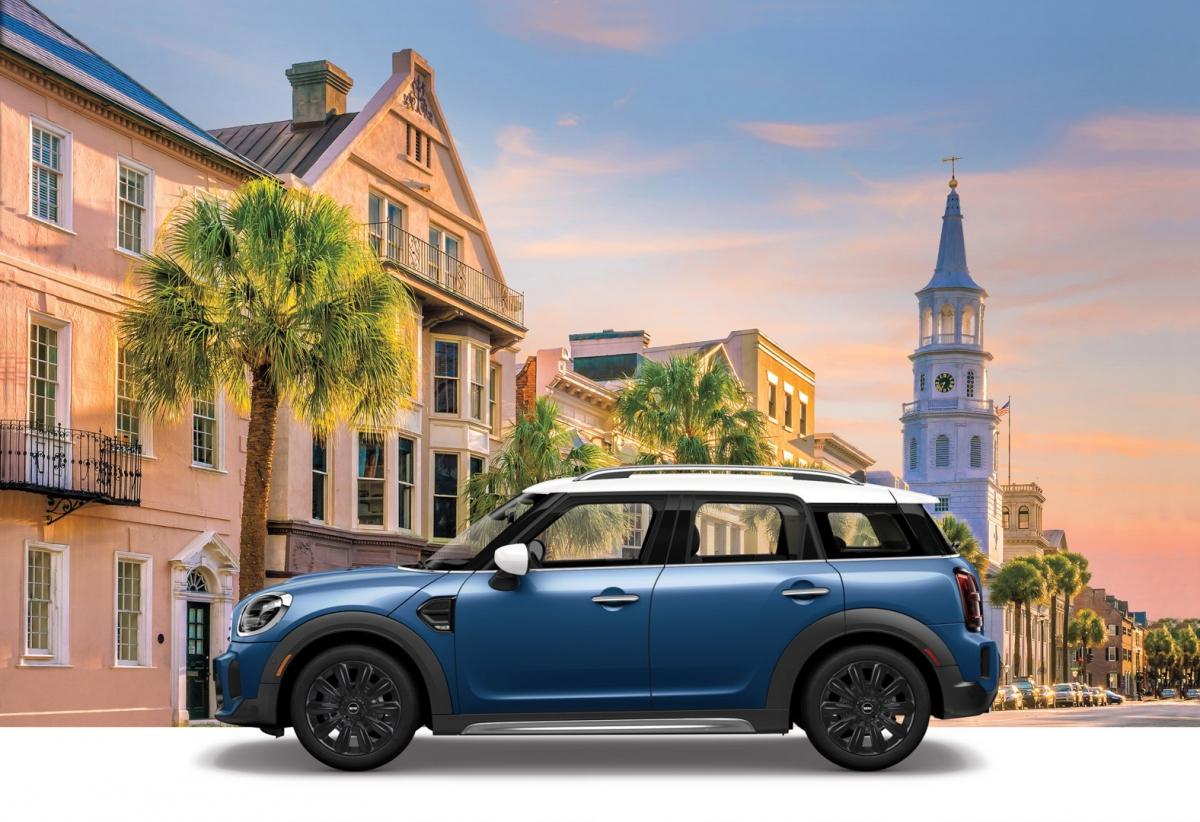Được tạo nên từ cấu hình Classic, xe sẽ có được nội thất bọc da với màn hình 8,8 inch tích hợp Bluetooth, camera sau, cửa sổ trời toàn cảnh và cảm biến cảnh báo khoảng cách đỗ xe.