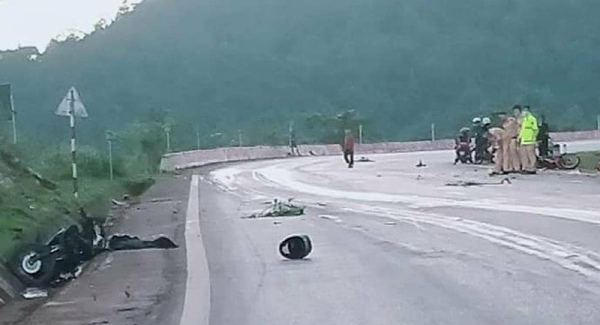 Vụ tai nạn khiến 2 người tử vong tại chỗ, 1 người bị thương (Ảnh Facebook).