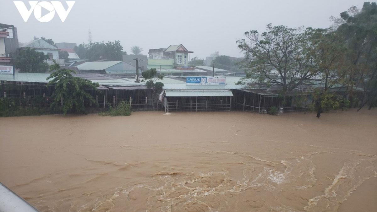 Nước lên nhanh gây ngập nhiều nhà dân ở huyện Đại Lộc tỉnh Quảng Nam.