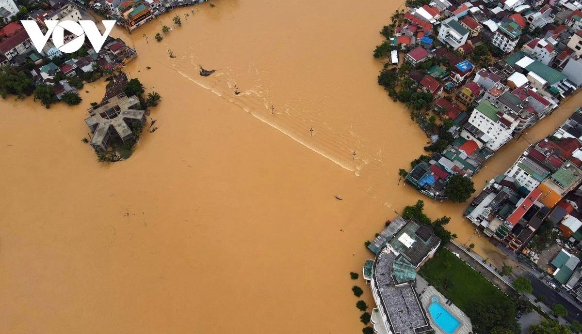 Lũ lụt gây thiệt hại nghiêm trọng ở miền Trung.
