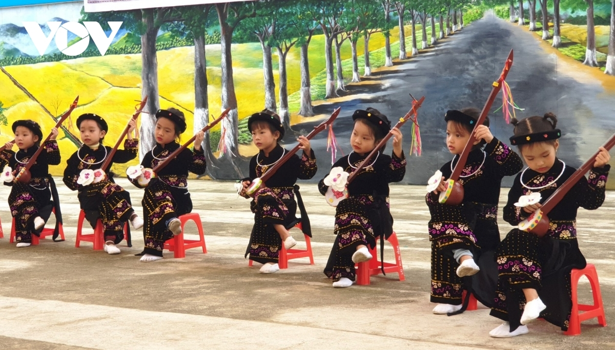 Local kids are confident as they play musical instruments from the Tay ethnic group whilst on stage.