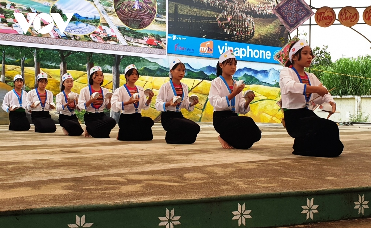 A traditional dance is performed by ethnic Muong girls.