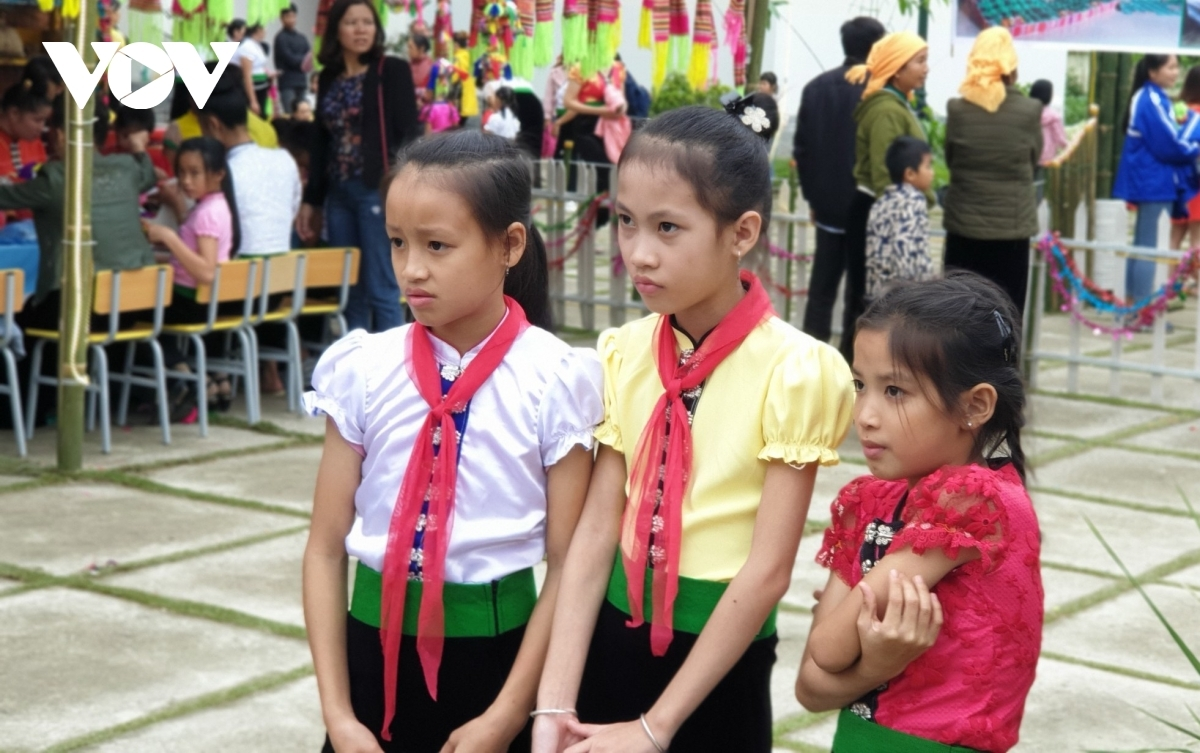 Children attentively watch others perform and learn about the art.