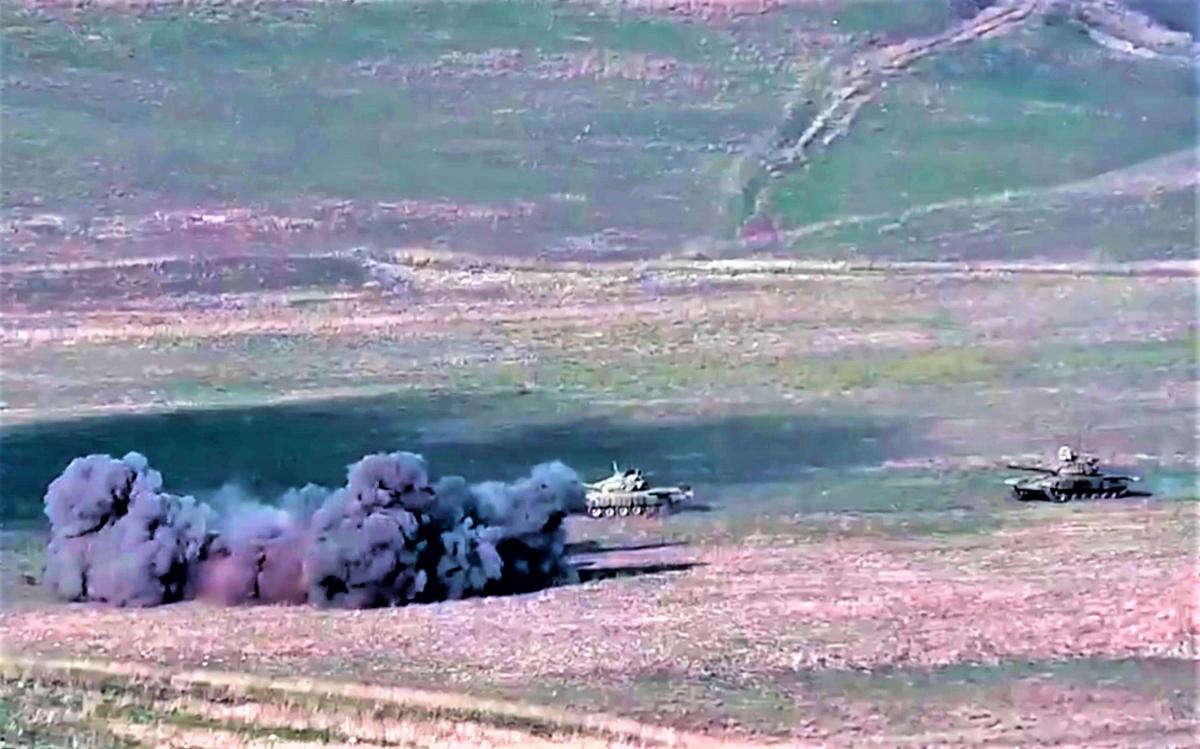 Xung đột Nagorno-Karabakh một lần nữa làm dấy lên tranh luận về vai trò của lực lượng tăng thiết giáp trong chiến tranh hiện đại; Nguồn: news.yahoo.com
