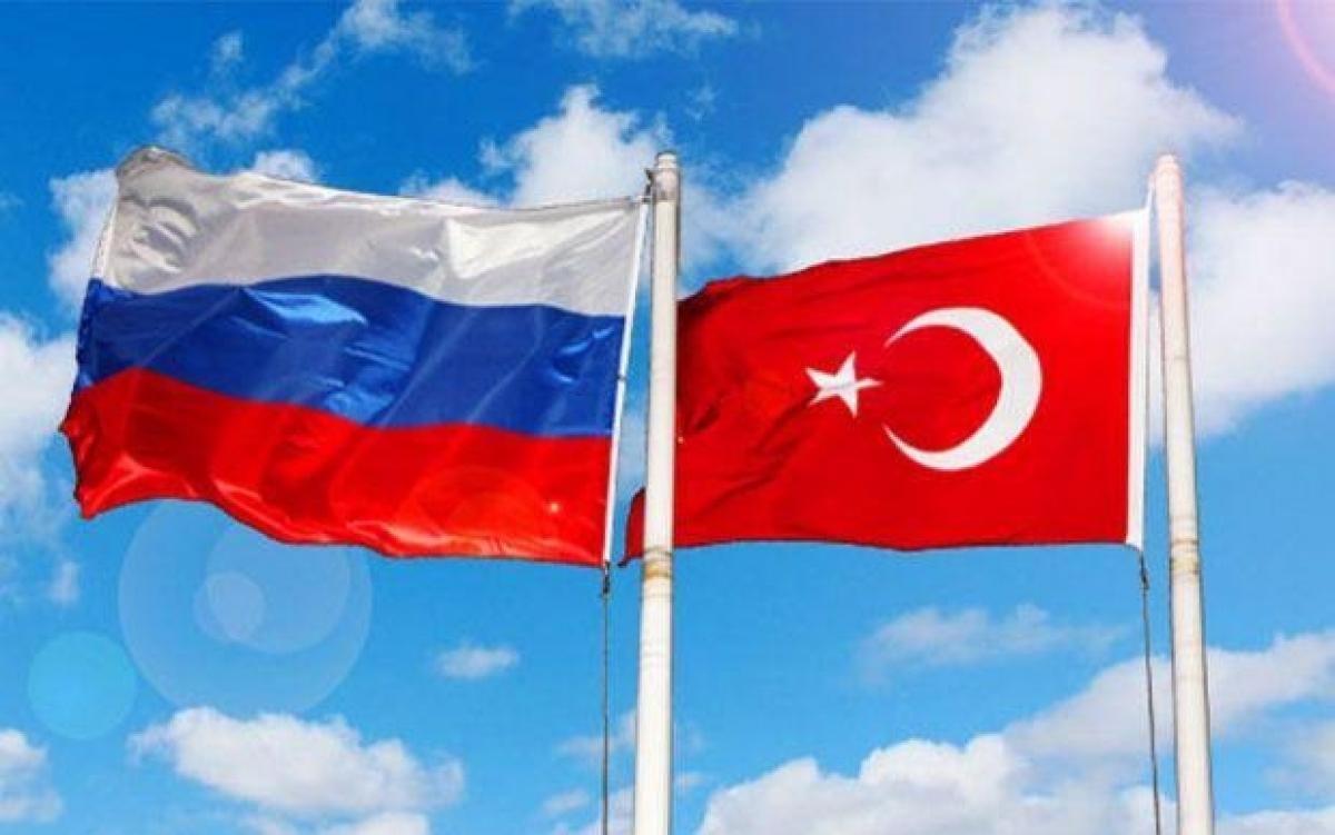 Cờ Nga và Thổ Nhĩ Kỳ. Ảnh: RENT.