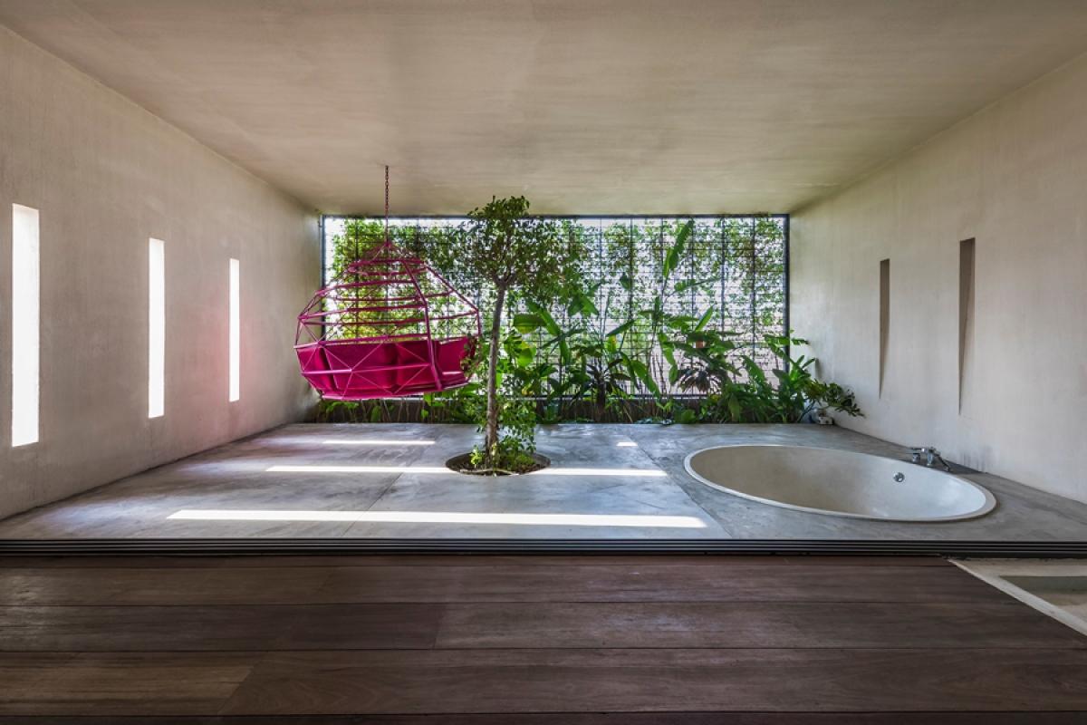 Phòng tắm được thiết kế như một nơi thư giãn với diện tích hết sức rộng rãi.