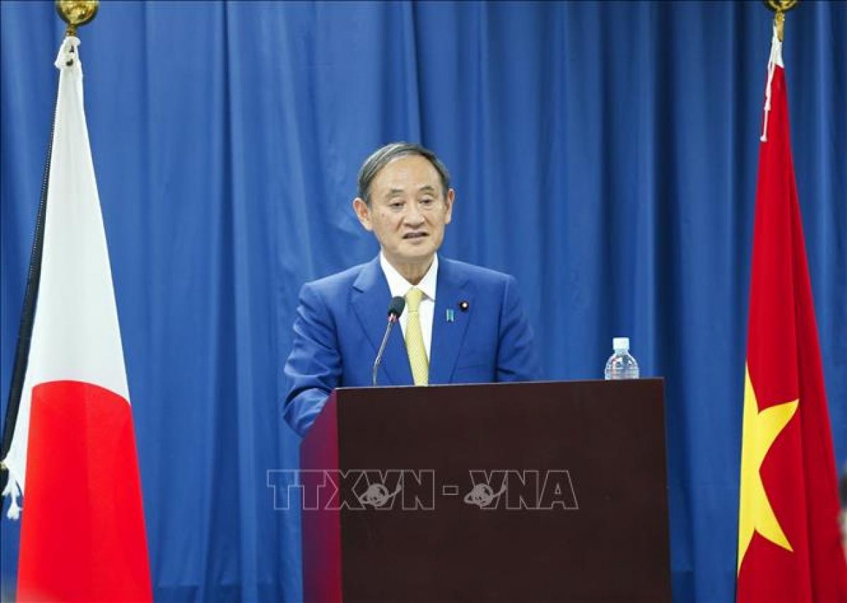 Thủ tướng Nhật Bản Suga Yoshihide phát biểu tại Trường Đại học Việt - Nhật. Ảnh: Doãn Tấn/TTXVN