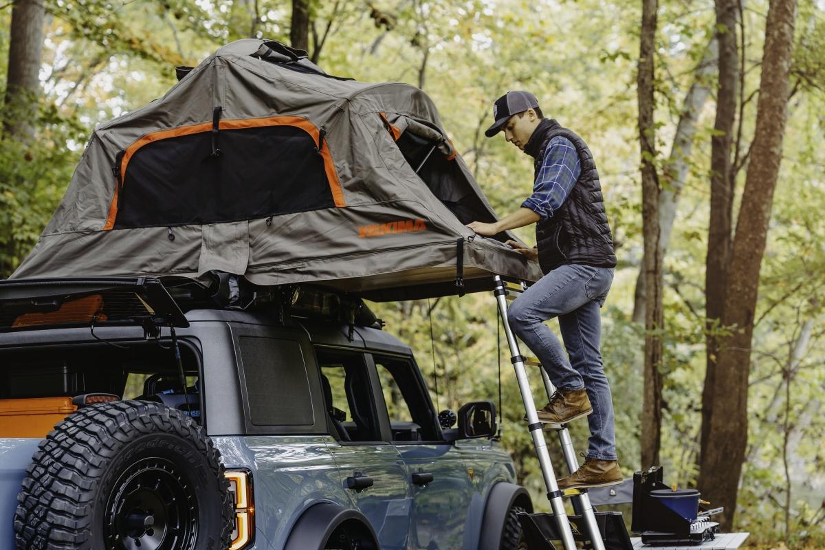Giống với những chiếc Ford Bronco Badlands khác, phiên bản concept Overland vẫn được trang bị động cơ bốn xy-lanh EcoBoost tăng áp, dung tích 2.3 lít. Động cơ này cung cấp cho Bronco mới công suất cực đại ở mức 270 mã lực và mô-men xoắn cực đại 420 Nm
