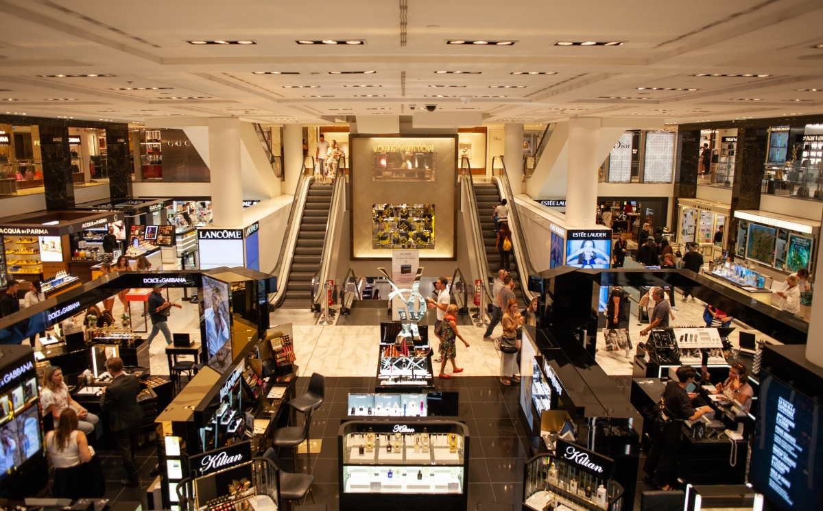 Các trung tâm thương mại là điểm đến lý tưởng khi trời mưa.