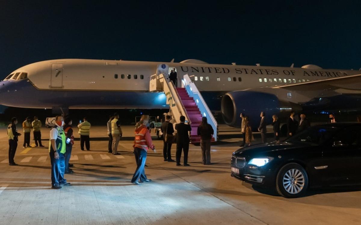 Ngoại trưởng Mỹ, Mike Pompeo đến thủ đô Jakarta sáng sớm nay. Ảnh: Twitter.
