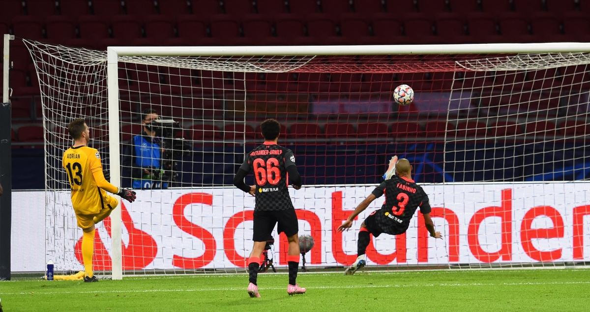 Fabinho có trận đấu xuất sắc trước Ajax khi thay thế Van Dijk ở vị trí trung vệ của Liverpool (Ảnh: Getty).