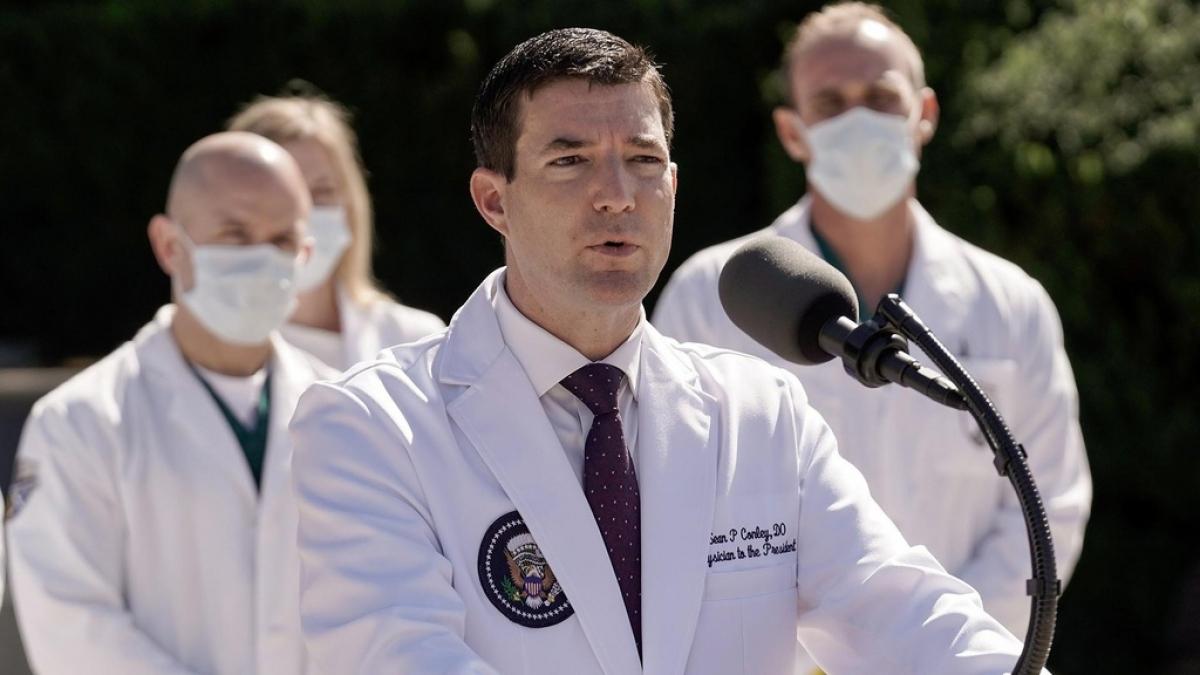 Bác sĩ Nhà Trắng Sean Conley. Ảnh: Reuters