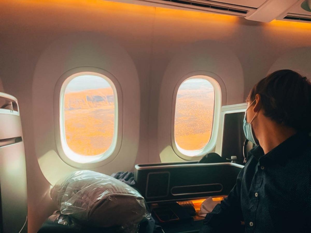 Chiếc Boeing 787 bay tầm thấp để hành khách ngắm cảnh dễ dàng hơn