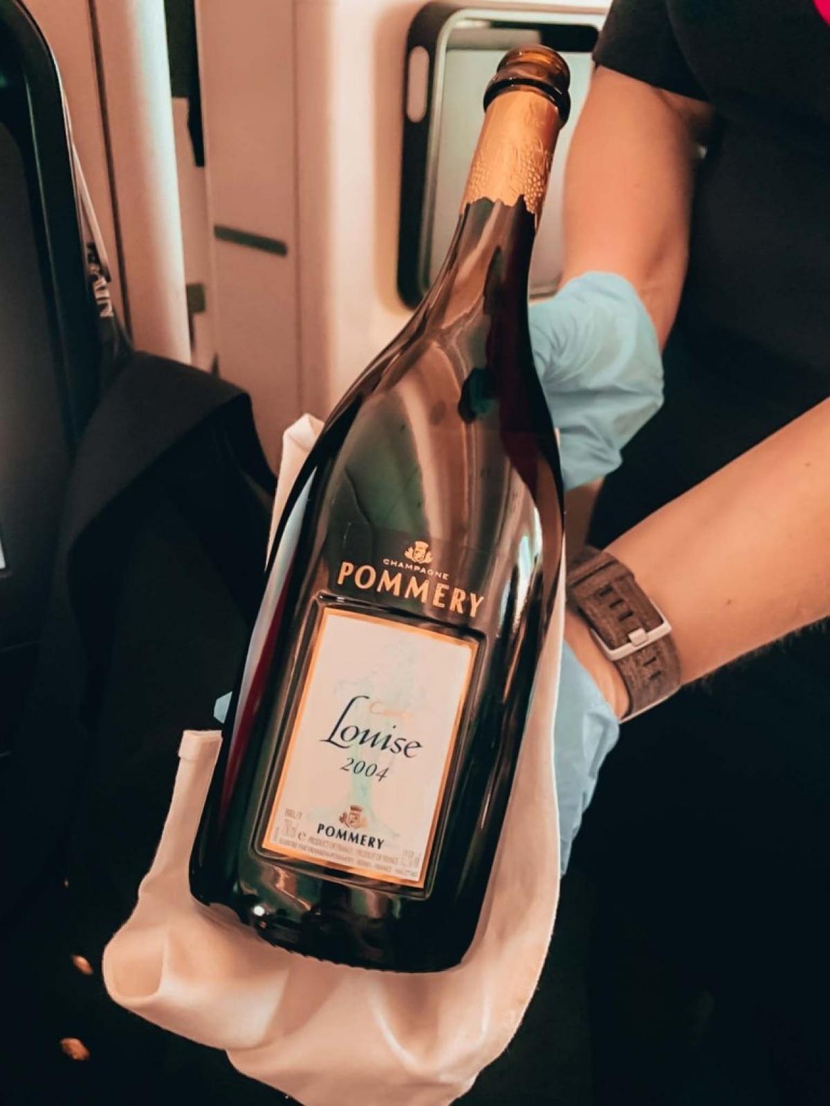 Nhiều loại rượu hảo hạng được phục vụ trên máy bay