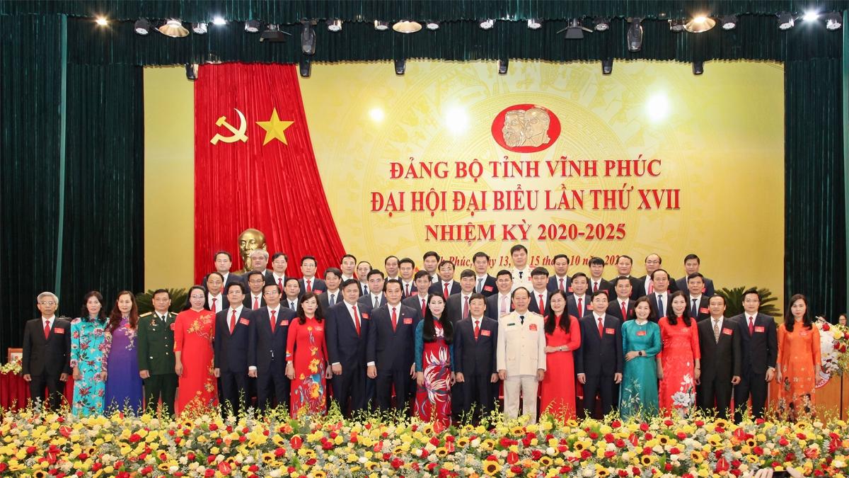 Ban Chấp hành Đảng bộ tỉnh Vĩnh Phúc nhiệm kỳ 2020-2025 ra mắt Đại hội.
