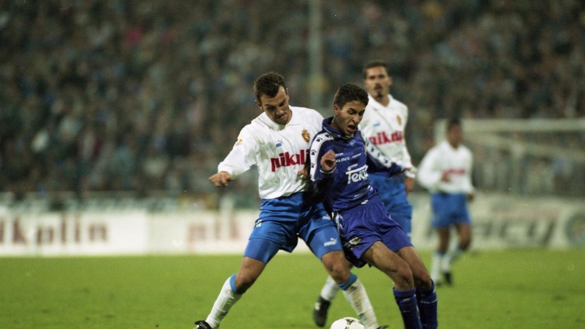 Raul (áo xanh) trong ngày ra mắt Real Madrid 26 năm về trước. (Ảnh: AS).