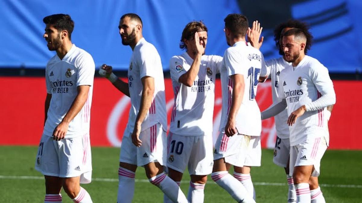 Real Madrid ăn mừng bàn mở tỉ số (Ảnh: Reuters).