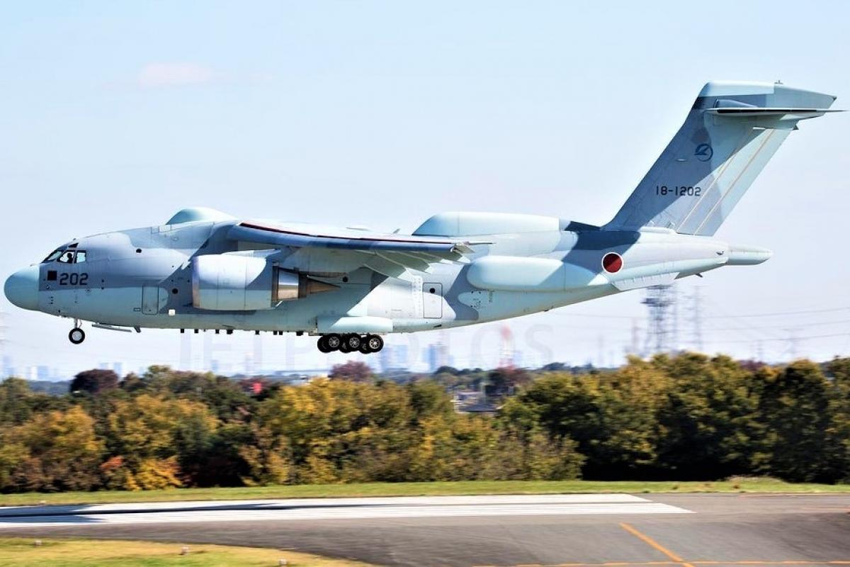 Máy bay trinh sát RC-2 được phát triển trên cơ sở máy bay vận tải C-2; Nguồn: reddit.com