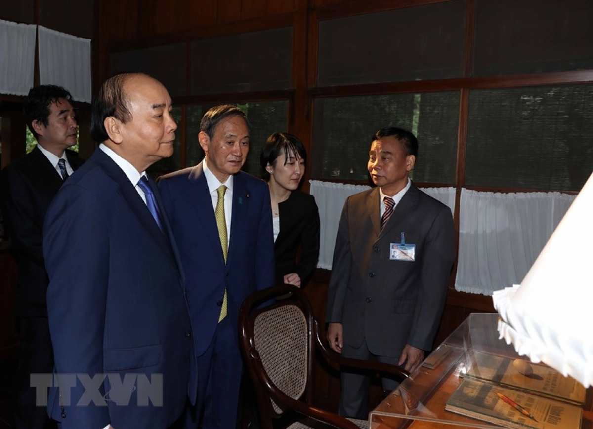 The two PMs come together to pay a visit to the stilt house of late President Ho Chi Minh.