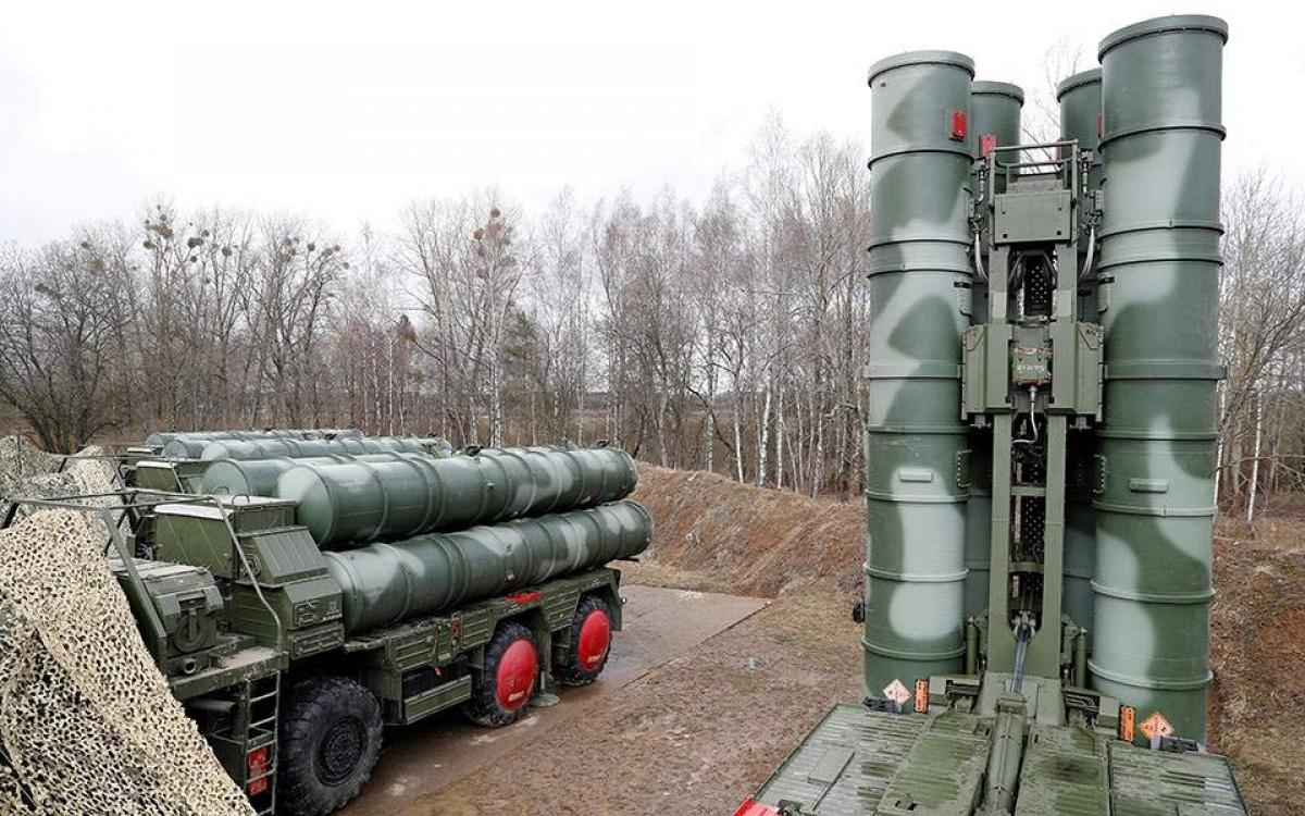 Hệ thống phòng thủ tên lửa S-400. Ảnh: Reuters