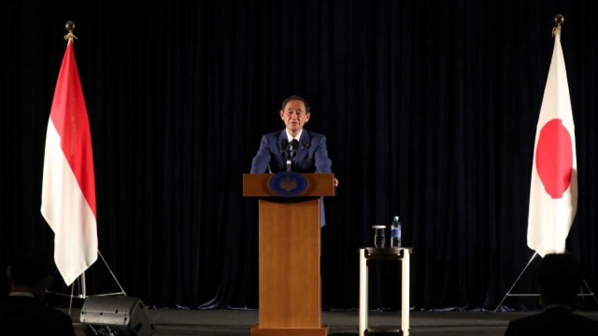 Thủ tướng Suga Yoshihide tại cuộc họp báo ở thủ đô Jakarta. Ảnh: Kumpuran.com