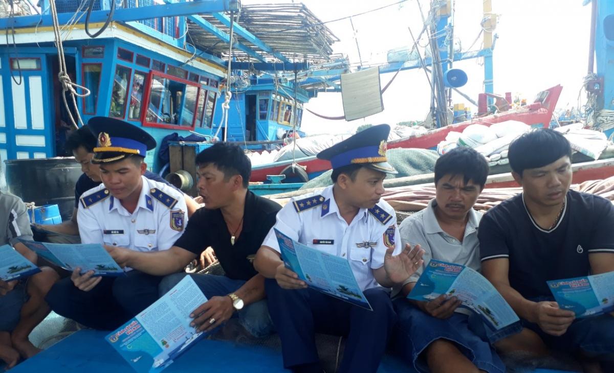 Hướng dẫn cho ngư dân biết tọa độ, vị trí đánh bắt hải sản hợp pháp.