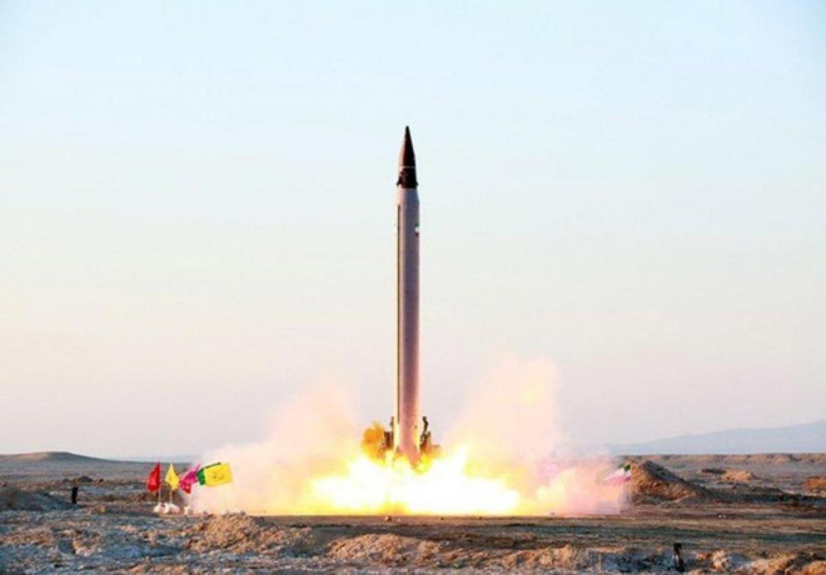 Tên lửa Iran trong một cuộc thử nghiệm. Ảnh: Reuters.