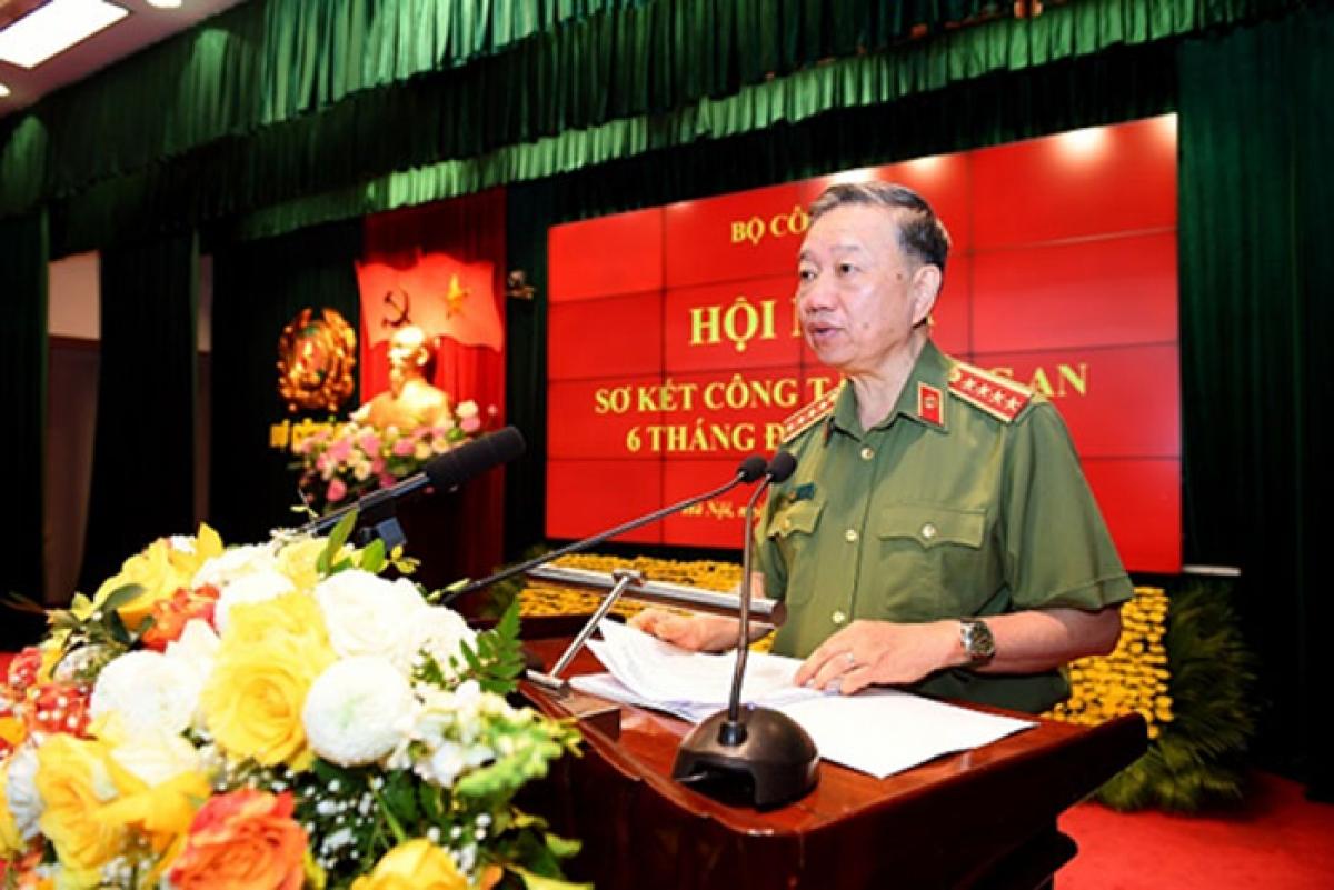 Đại tướng Tô Lâm,Ủy viên Bộ Chính trị, Bí thư Đảng ủy Công an Trung ương, Bộ trưởng Bộ Công an.