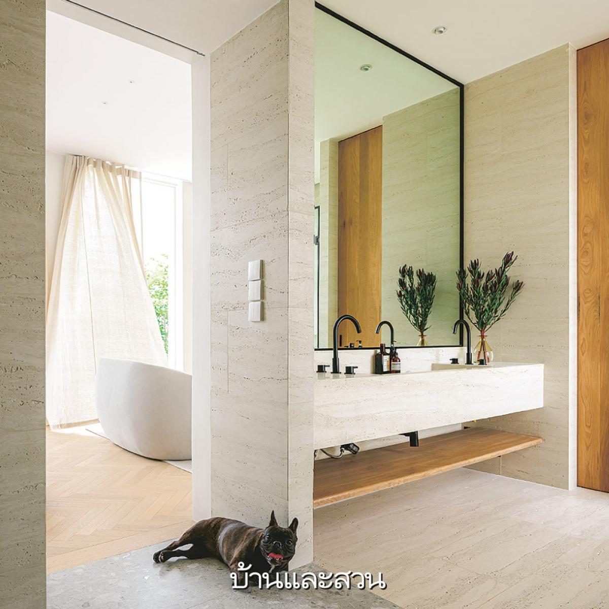 Phòng tắm được chú trọng đến từng chi tiết nhỏ, trông thật hấp dẫn và lôi cuốn bởi sự tinh tế mà nó mang lại.