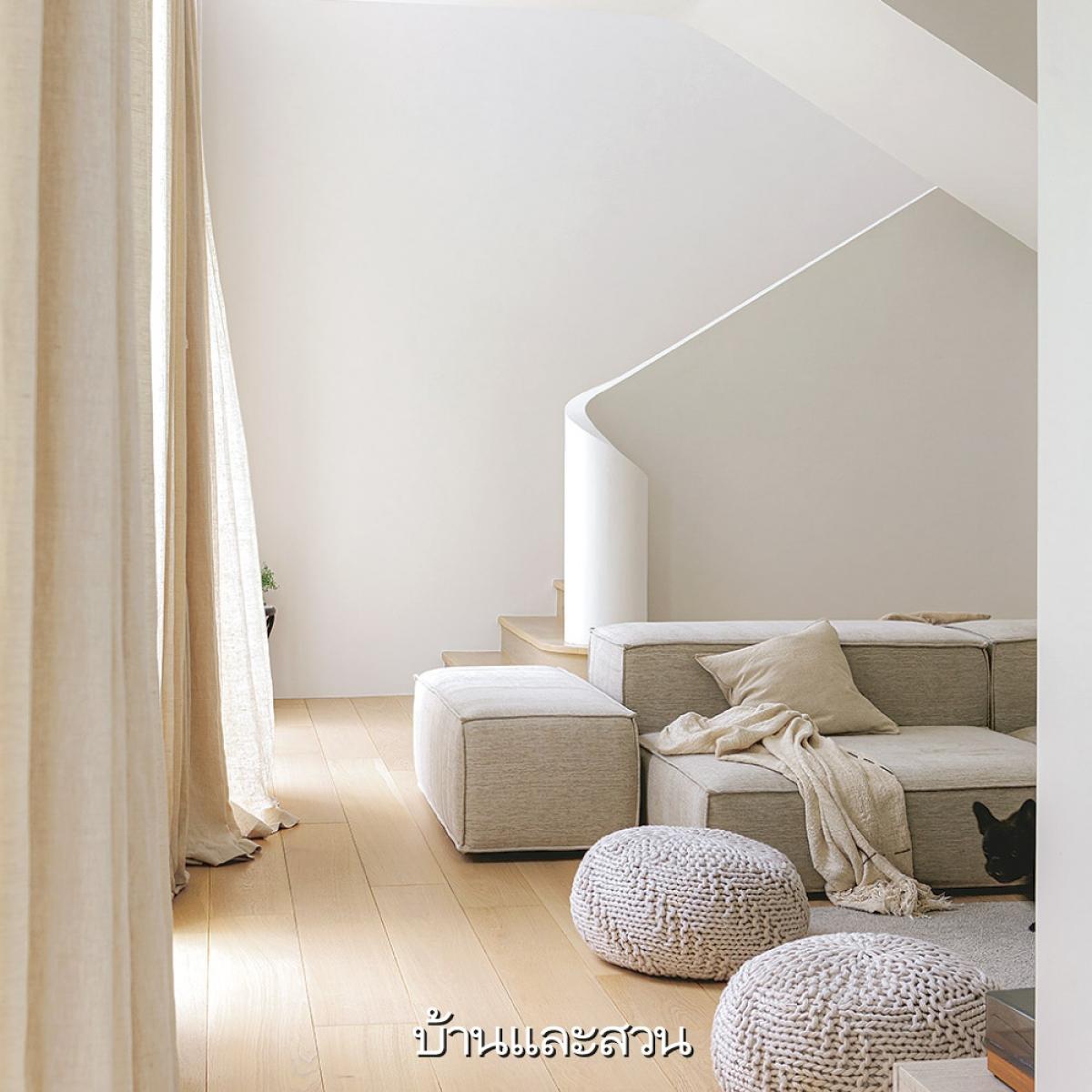 Bộ sofa nằm hay ngồi cũng rất thoải mái, đây cũng là chủ ý của gia chủ với đường nét đơn giản nhưng hấp dẫn giống như cấu trúc căn nhà vậy.
