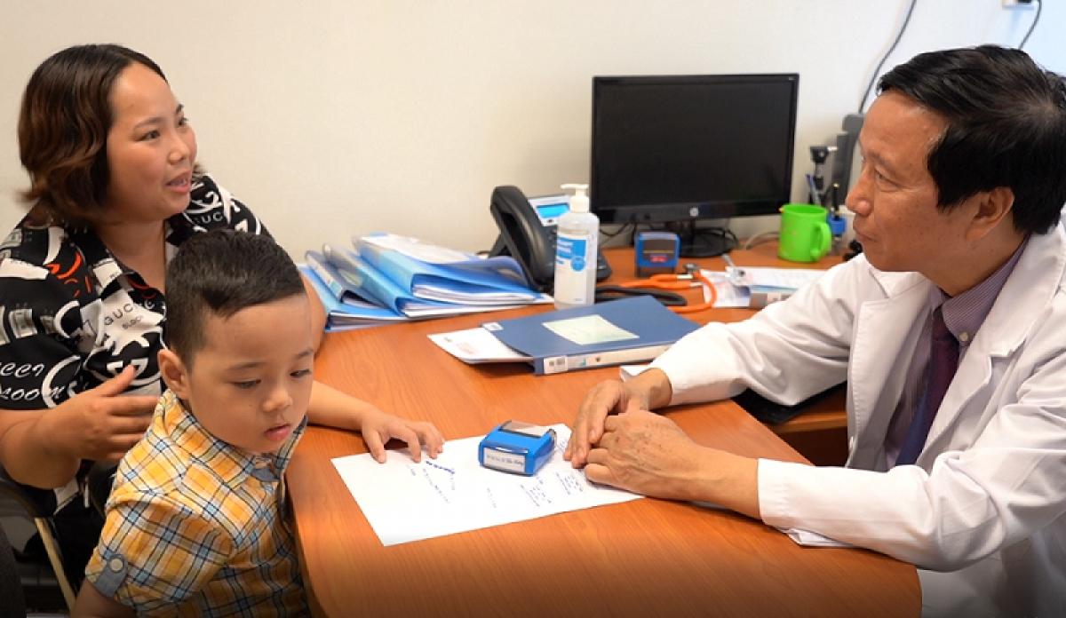 Kết quả nghiên cứu ghép tế bào gốc kết hợp giáo dục cho trẻ tự kỷ tại Vinmec được các nhà khoa học thế giới đánh giá đầy hứa hẹn, mở ra cơ hội cải thiện sức khỏe cho các em bé mắc căn bệnh này.