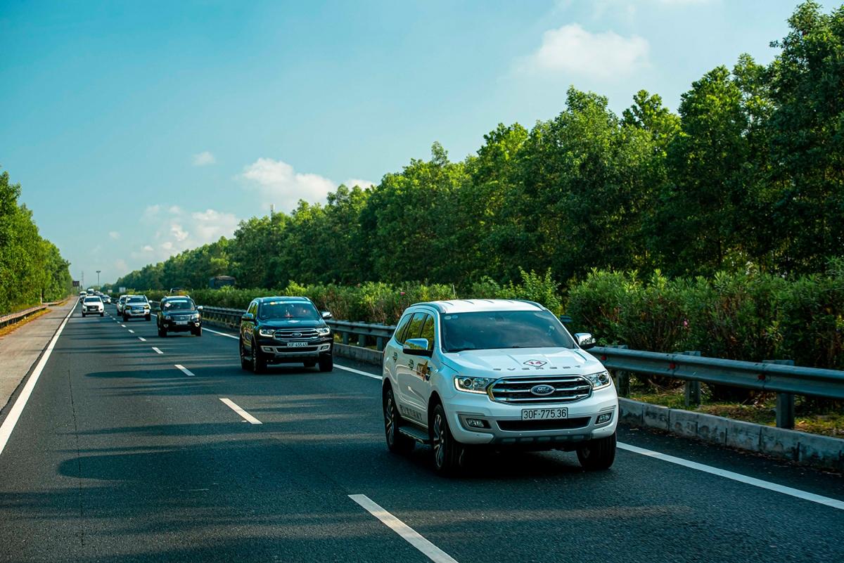 Giữ khoảng cách an toàn khi đi trên đường.