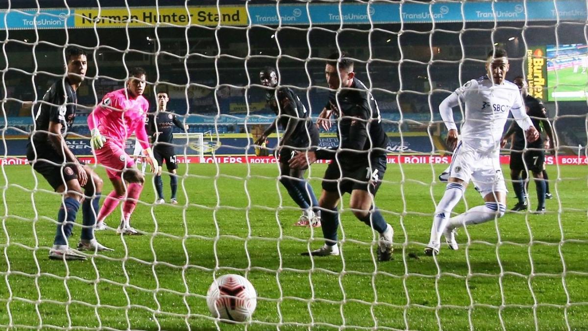Sai lầm tai hại của thủ môn Ederson khiến Man City phải nhận bàn thua. (Ảnh: Premier League).