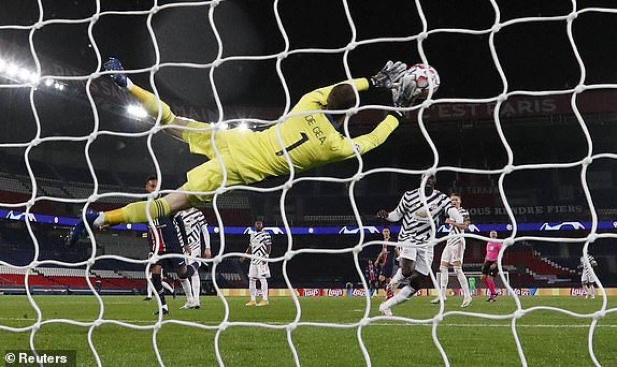 De Gea không thể bị các chân sút PSG đánh bại, nhưng bó tay trước pha đánh đầu phản lưới nhà của Martial. (Ảnh: Reuters).