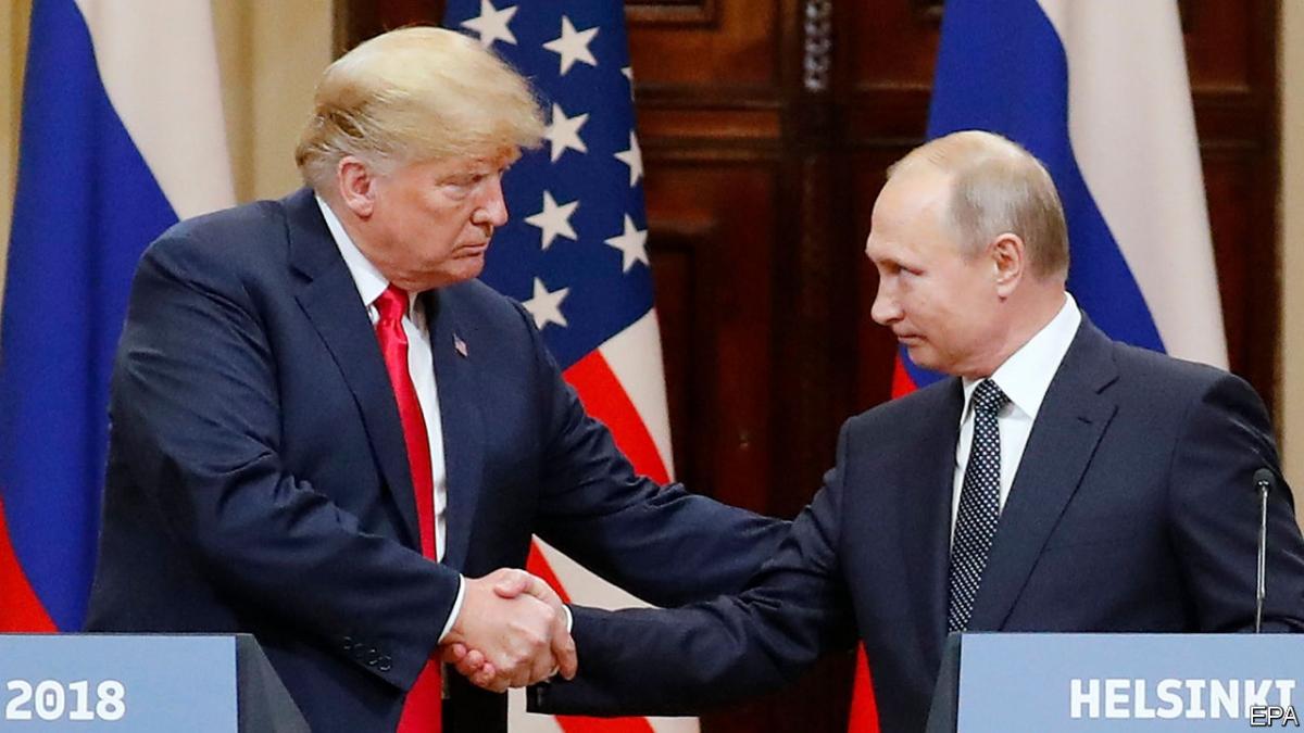 Tổng thống Mỹ Donald Trump và Tổng thống Nga Putin trong cuộc gặp thượng đỉnh đầu tiên năm 2018. Ảnh: EPA