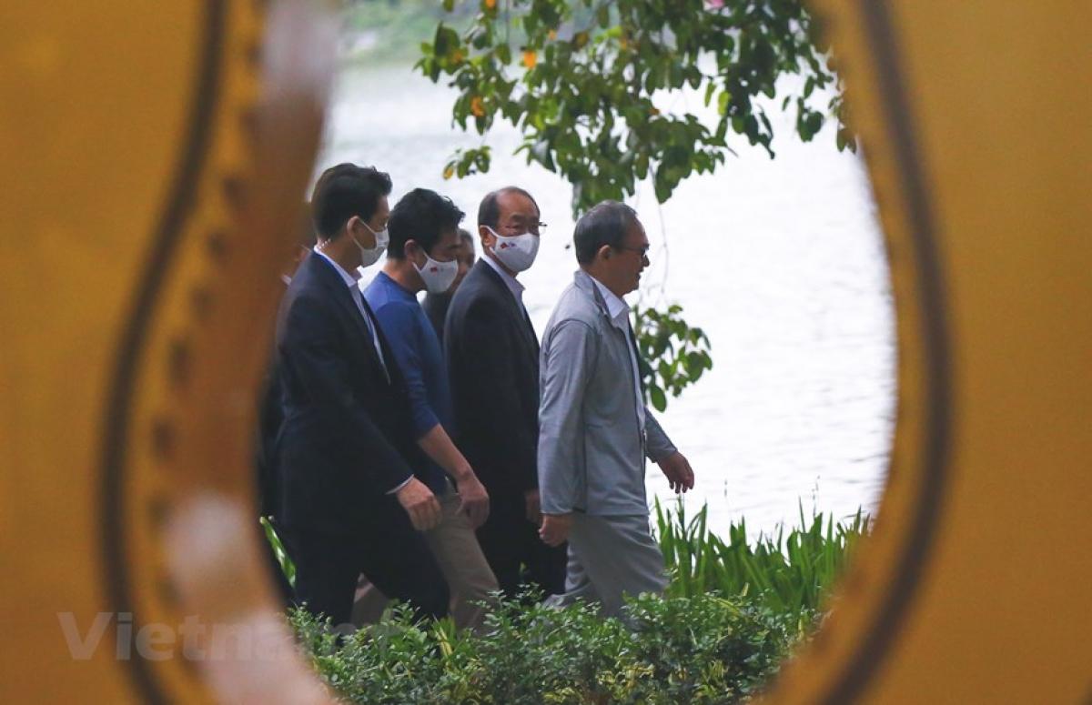 Việc một nguyên thủ của Nhật Bản đi tập thể dục quanh Hồ Gươm khiến nhiều người thích thú.