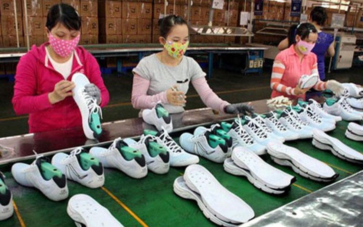Mặt hàng giày, dép được cấp nhiều chứng nhận CE vào EU nhất, lên đến 385 triệu USD trong 2 tháng. Ảnh minh họa: KT