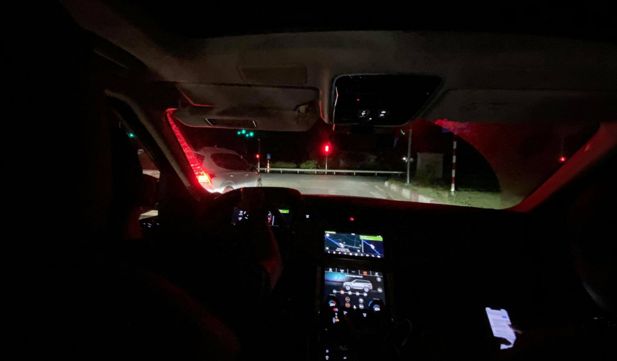 Lái xe ban đêm buộc bạn phải cẩn thận hơn vì tầm nhìn bị hạn chế.