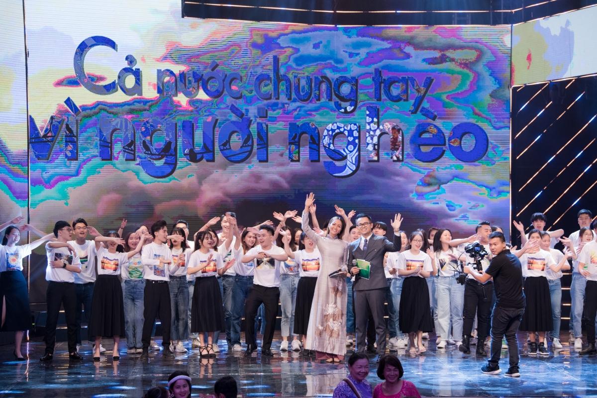 Khán giả cũng rất bất ngờ khi Hoa hậu H'Hen Niê đảm nhận là bạn dẫn cùng MC Đức Bảo, đặc biệt là chương trình truyền hình trực tiếp, phát sóng trên VTV.