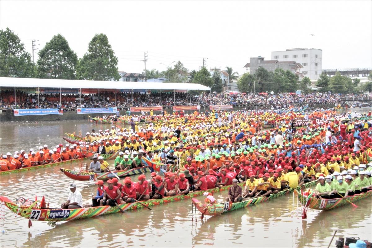 Lễ hội đua ghe Ngo đồng bào Khmer sẽ diễn ra trong 2 ngày 30 - 31/10
