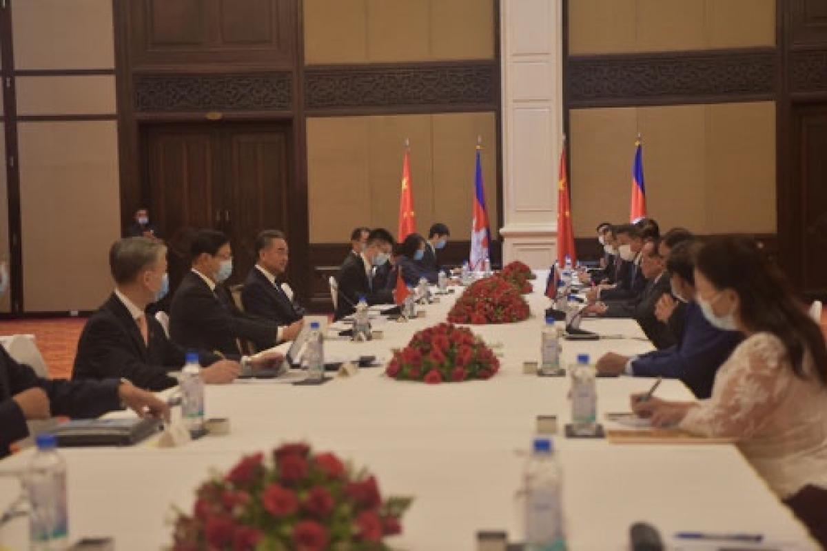 Ngoại trưởng Trung Quốc hội kiến Phó Thủ tướng Campuchia. Nguồn QQ.jpg
