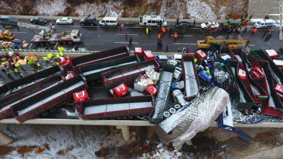Một vụ tai nạn liên hoàn tại Trung Quốc. Ảnh: AP.