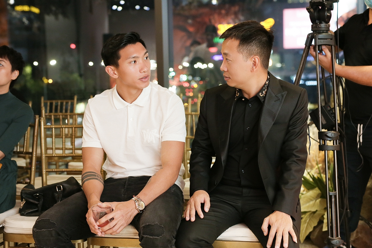 Trong buổi diễn đầu tiên sau cuộc thi Hoa hậu Việt Nam 2020 của Doãn Hải My, Đoàn Văn Hậu (trái) cũng có mặt./.